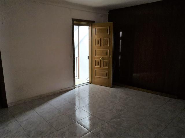 Piso en venta en Santa Coloma de Gramenet, Barcelona, Calle Roselles, 119.000 €, 3 habitaciones, 70 m2
