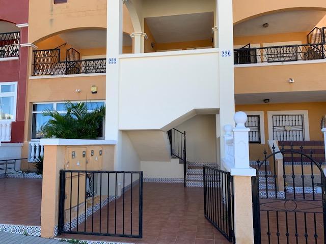 Piso en venta en Orihuela Costa, Orihuela, Alicante, Calle Laguna de Gallocanta, 88.000 €, 2 habitaciones, 2 baños, 67 m2