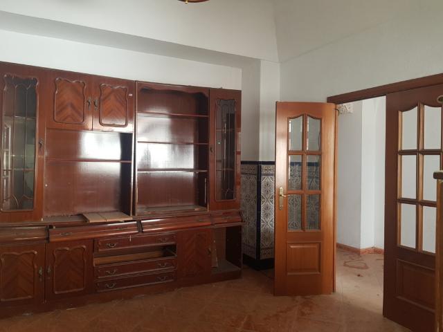 Piso en venta en Almendralejo, Badajoz, Calle la Fuente, 52.000 €, 4 habitaciones, 2 baños, 130 m2