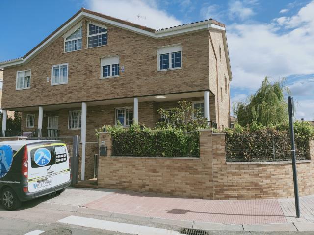 Casa en venta en Villanueva de la Cañada, Madrid, Calle Sierra de Aracena, 505.000 €, 3 habitaciones, 329 m2