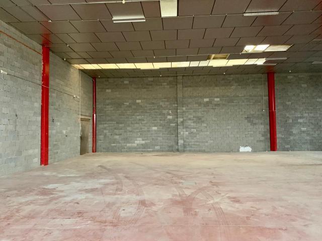 Industrial en venta en Badajoz, Badajoz, Calle Poligono Nevero, 184.500 €, 625 m2