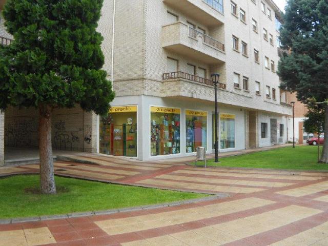 Local en venta en La Robla, León, Calle Escritora Josefina Rodriguez de Aldecoa, 89.000 €, 260 m2