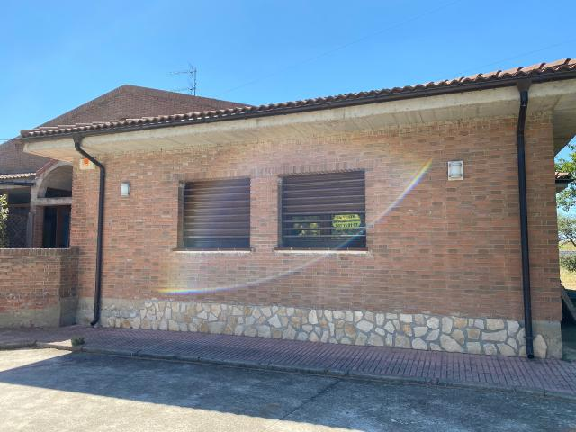Casa en venta en Quintanilla Vivar, Merindad de Río Ubierna, Burgos, Carretera Burgos Santander, 125.000 €, 4 habitaciones, 2 baños, 187 m2