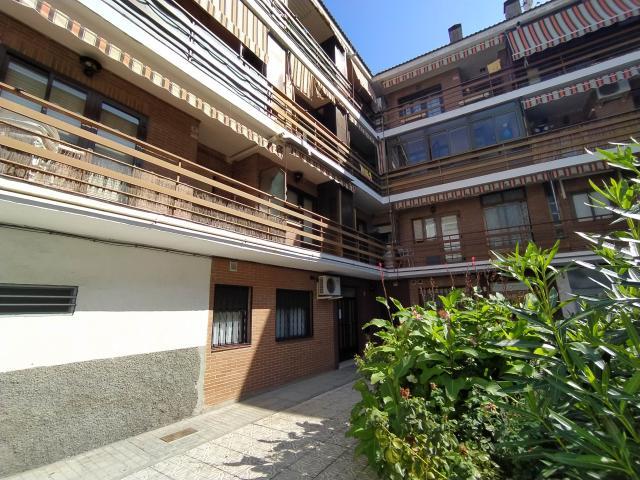 Piso en venta en Peña Rubia, Mejorada del Campo, Madrid, Calle del Casino, 120.000 €, 3 habitaciones, 1 baño, 91 m2