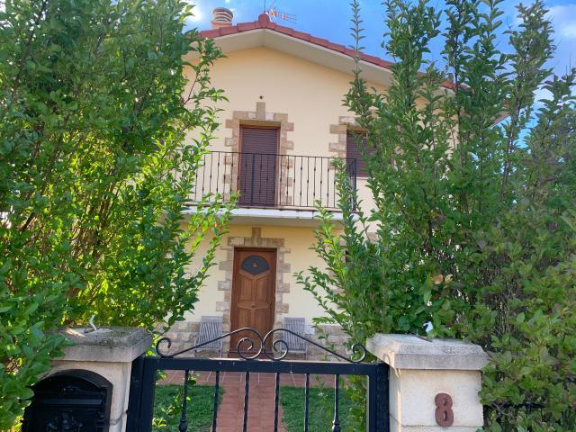 Casa en venta en Medina de Pomar, Burgos, Calle El Clavel, 209.900 €, 3 habitaciones, 2 baños, 196 m2