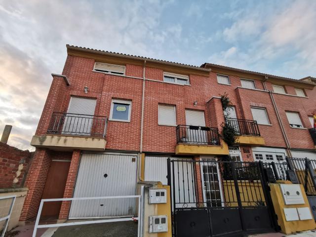 Piso en venta en Cigales, Valladolid, Calle Miguel Frechilla, 85.200 €, 3 habitaciones, 138 m2