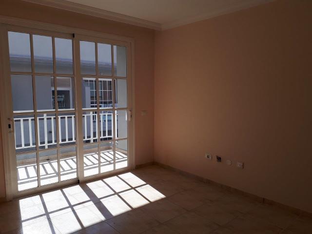 Piso en venta en La Estrella, Arona, Santa Cruz de Tenerife, Calle Areca, 110.000 €, 2 habitaciones, 1 baño, 107 m2