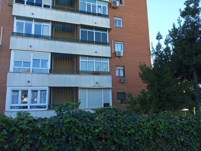 Piso en venta en Sevilla, Sevilla, Calle Alvar Nuñez Cabeza de Vaca, 240.000 €, 4 habitaciones, 2 baños, 147 m2