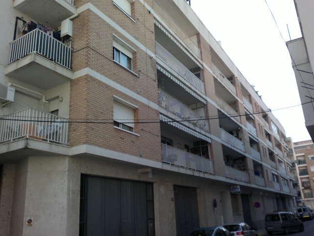 Piso en venta en Amposta, Tarragona, Calle Barcelona, 64.000 €, 4 habitaciones, 2 baños, 116 m2