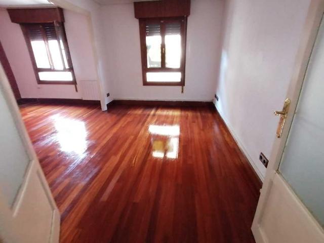 Piso en venta en Gernika-lumo, Vizcaya, Calle Barrencalle, 143.100 €, 4 habitaciones, 95 m2