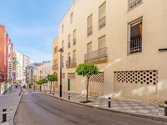 Piso en venta en Algeciras, Cádiz, Calle Cánovas del Castillo, 73.000 €, 101 m2