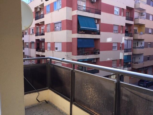 Piso en venta en Sagunto/sagunt, Valencia, Avenida Hispanidad, 72.000 €, 3 habitaciones, 1 baño, 114 m2