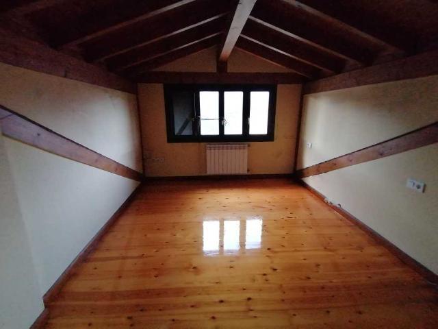 Casa en venta en Ruesga, Cantabria, Barrio Mentera, 89.000 €, 3 habitaciones, 2 baños, 136 m2