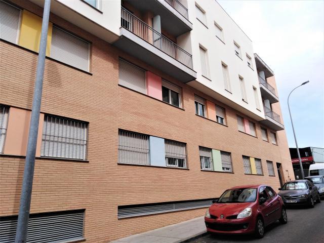 Piso en venta en Badajoz, Badajoz, Calle Diego Florindo, 87.000 €, 106 m2