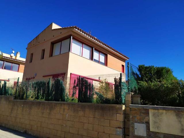 Casa en venta en Garriguella, Girona, Calle Frederic Mompou, 295.000 €, 4 habitaciones, 3 baños, 184 m2