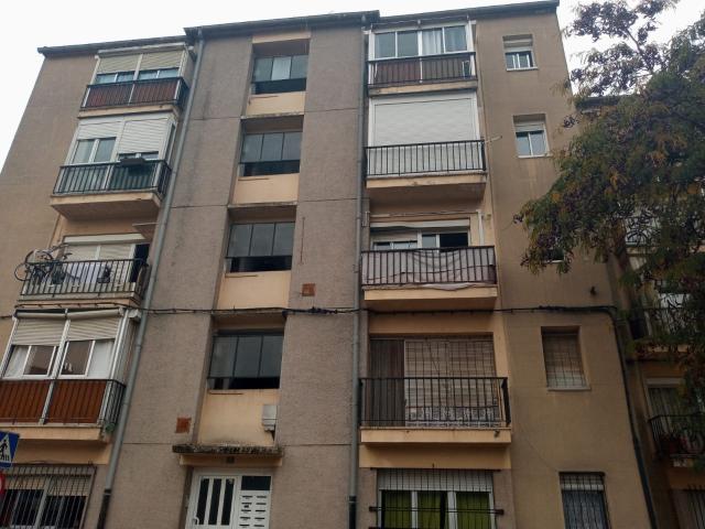 Piso en venta en Girona, Girona, Calle Josep Maria Prat I Roca, 60.000 €, 3 habitaciones, 1 baño, 59 m2