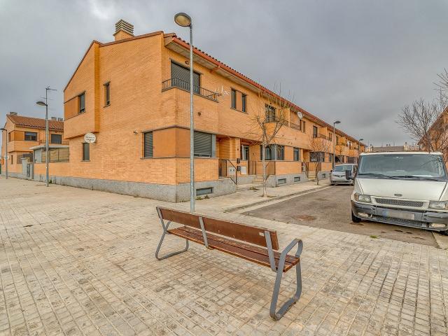 Casa en venta en Zuera, Zaragoza, Calle Sierra Albarracin, 175.000 €, 3 habitaciones, 2 baños, 253 m2