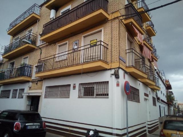 Piso en venta en Distrito Bellavista-la Palmera, Sevilla, Sevilla, Calle Alonso Mingo, 61.000 €, 3 habitaciones, 1 baño, 71 m2