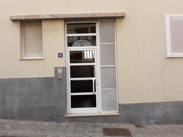 Piso en venta en Suroeste, Santa Cruz de Tenerife, Santa Cruz de Tenerife, Calle Nanino Diaz Cutillas, Residencial la Vistas, 135.000 €, 3 habitaciones, 2 baños, 169 m2