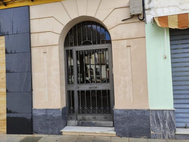 Piso en venta en La Carlota, Córdoba, Avenida Profesor Tierno Galvan, 84.000 €, 4 habitaciones, 2 baños, 105 m2