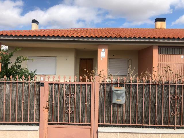 Casa en venta en Otero, Otero, Toledo, Calle Villa del Pino, 108.000 €, 3 habitaciones, 2 baños, 152 m2
