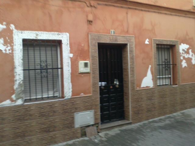 Casa en venta en Distrito Cerro-amate, Sevilla, Sevilla, Calle Siguenza, 64.000 €, 3 habitaciones, 1 baño, 84 m2