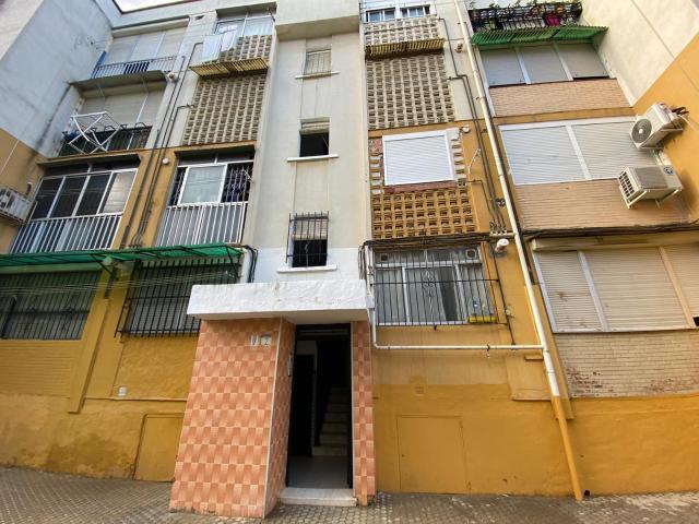 Piso en venta en Sevilla, Sevilla, Calle Consuelo de los Afligidos, 25.000 €, 3 habitaciones, 1 baño, 84 m2