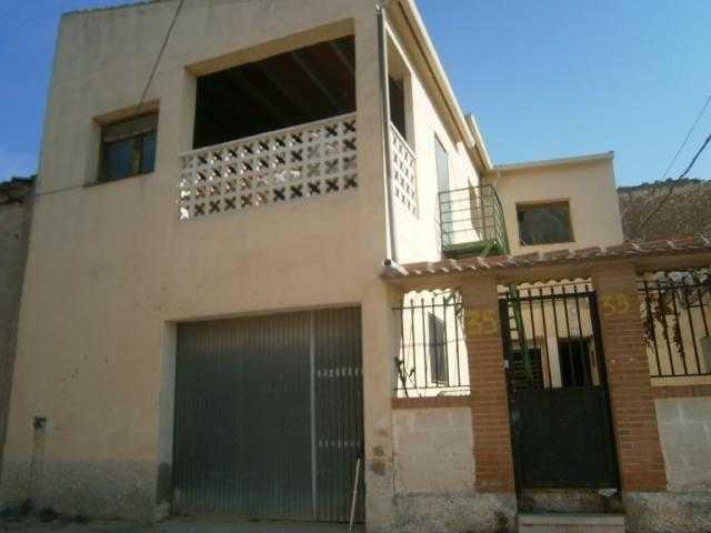 Casa en venta en Épila, Zaragoza, Calle Cabeza del Calvario, 39.600 €, 3 habitaciones, 1 baño, 95 m2