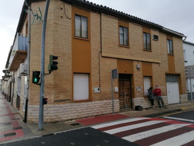 Piso en venta en Castejón, Navarra, Calle la Merindades, 168.000 €, 4 habitaciones, 2 baños, 246 m2