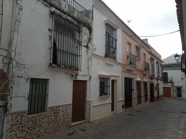 Casa en venta en Utrera, Sevilla, Calle Forcadell, 70.000 €, 144 m2