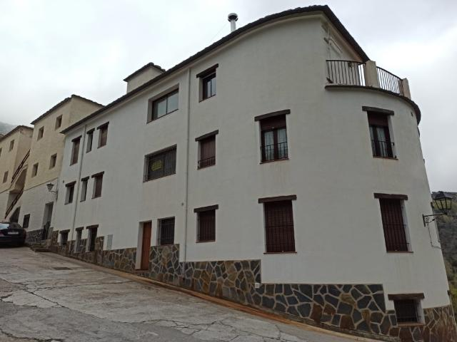 Piso en venta en Trevélez, Granada, Calle Cardales, 54.000 €, 82 m2