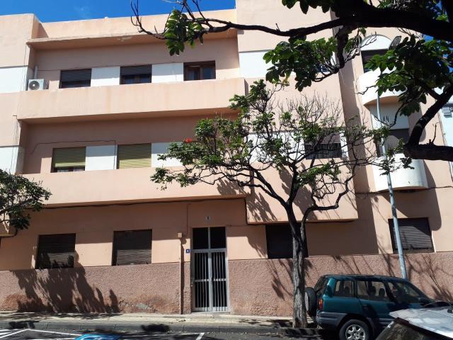 Piso en venta en Centro-ifara, Santa Cruz de Tenerife, Santa Cruz de Tenerife, Calle Costa Y Grijalba, 155.700 €, 2 habitaciones, 2 baños, 103 m2