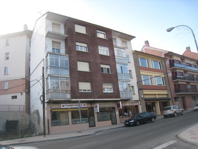 Piso en venta en Puente de Sardas, Sabiñánigo, Huesca, Avenida Ejercito, 65.000 €, 3 habitaciones, 1 baño, 104 m2