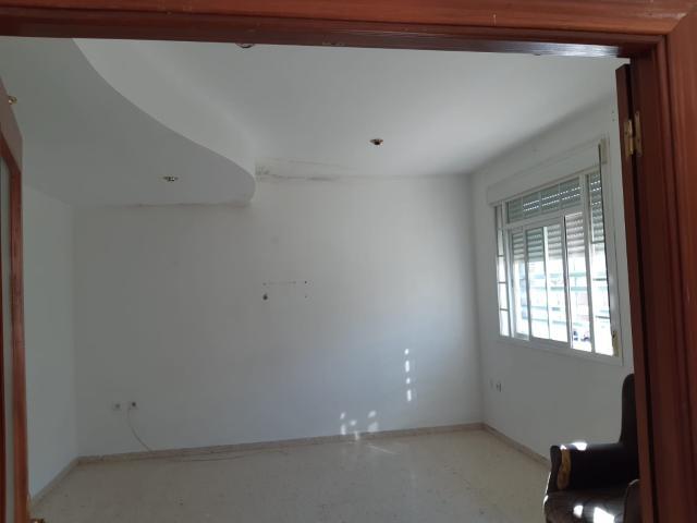 Casa en venta en Cerro de Reyes, Badajoz, Badajoz, Calle Grecia, 96.000 €, 4 habitaciones, 2 baños, 110 m2