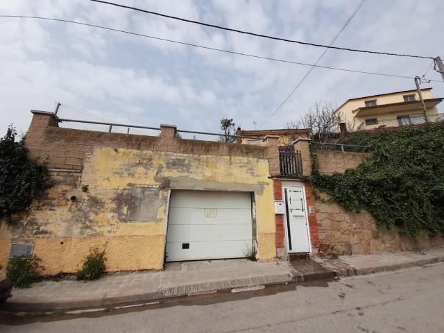 Casa en venta en Can Palet de Vista Alegre, Terrassa, Barcelona, Calle Vell Dullastrell, 249.000 €, 3 habitaciones, 2 baños, 136 m2