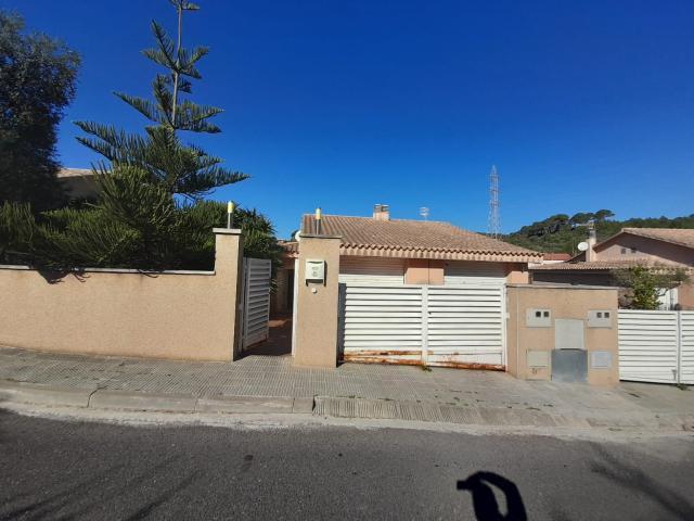 Casa en venta en Segur de Dalt, Calafell, Tarragona, Avenida Torre Escipions, 195.000 €, 3 habitaciones, 2 baños, 158 m2