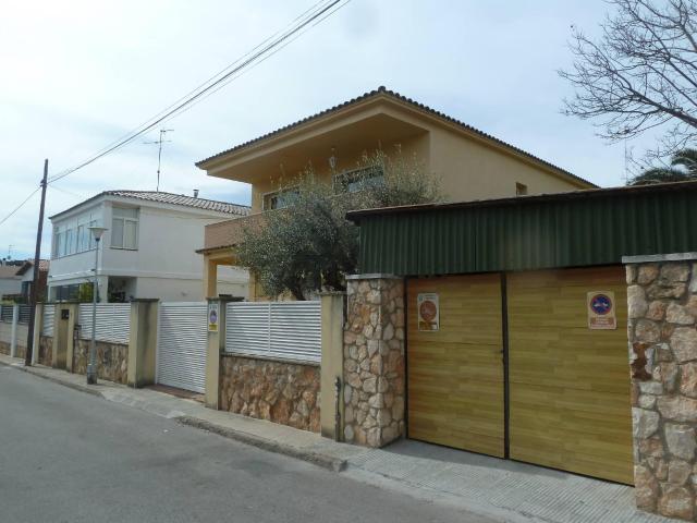 Casa en venta en Torredembarra, Tarragona, Calle Segarra, 207.500 €, 4 habitaciones, 1 baño, 176 m2