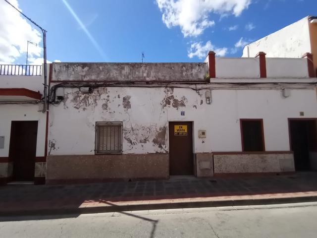 Piso en venta en Los Montecillos, Dos Hermanas, Sevilla, Calle San Bernardo, 82.800 €, 3 habitaciones, 1 baño, 115 m2