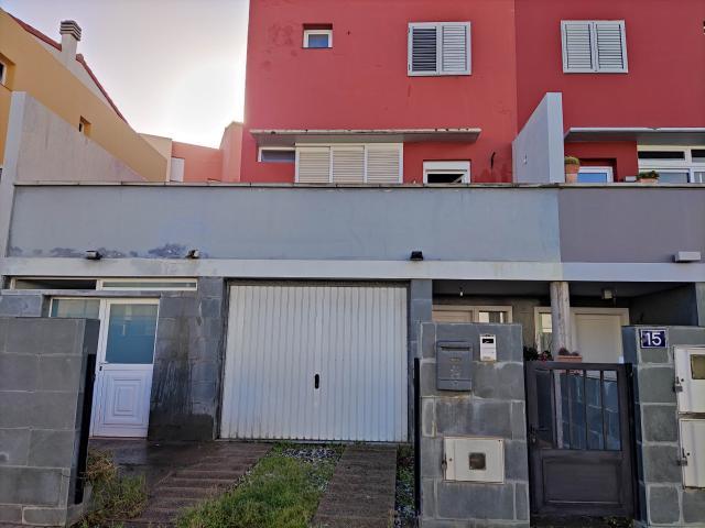 Casa en venta en Ciudad del Campo, la Palmas de Gran Canaria, Las Palmas, Calle Pino Betancor Poetisa, 261.500 €, 3 habitaciones, 2 baños, 181 m2