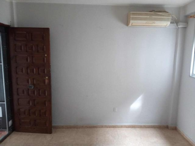 Piso en venta en Distrito Cerro-amate, Sevilla, Sevilla, Calle Pio Baroja, 58.250 €, 3 habitaciones, 1 baño, 57 m2