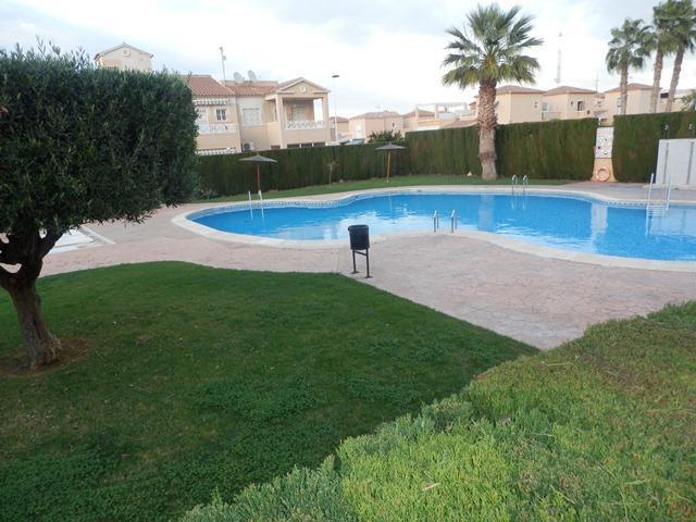 Casa en venta en Urbanización Calas Blancas, Torrevieja, Alicante, Calle Ronda Ricardo la Fuente Aguado, 105.000 €, 2 habitaciones, 2 baños, 80 m2