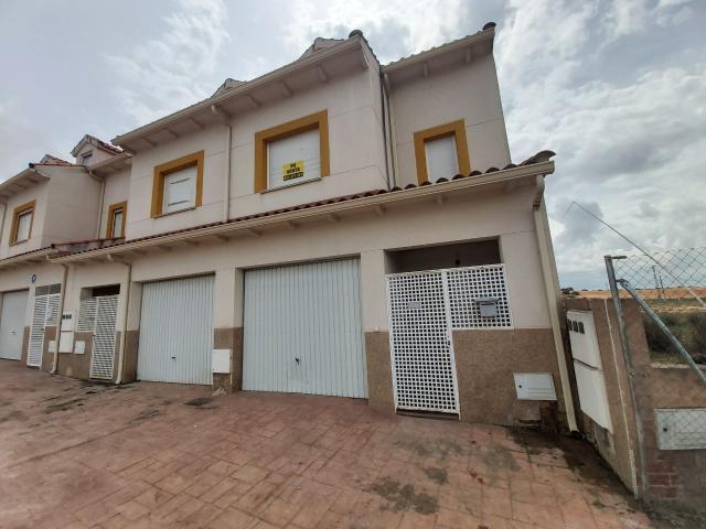 Casa en venta en Villarrubio, Cuenca, Avenida Cantante Nino Bravo, 74.000 €, 3 habitaciones, 3 baños, 168 m2