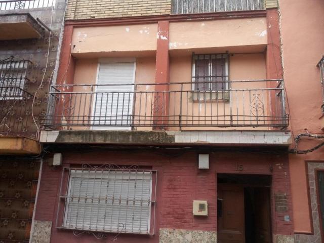 Piso en venta en Distrito Cerro-amate, Sevilla, Sevilla, Calle Fraternidad, 47.000 €, 62 m2