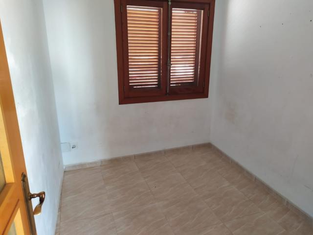 Piso en venta en La Ciutat Jardí, Palma de Mallorca, Baleares, Calle Capita Vila, 163.900 €, 3 habitaciones, 2 baños, 121 m2