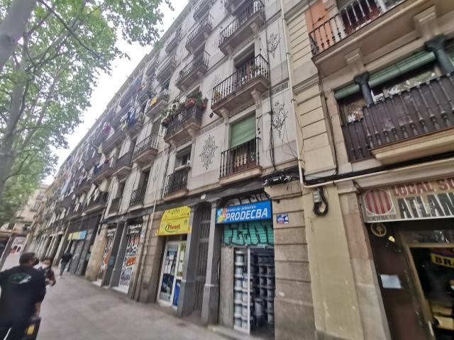 Piso en venta en Ciutat Vella, Barcelona, Barcelona, Calle Rambla Raval, 248.400 €, 3 habitaciones, 1 baño, 92 m2