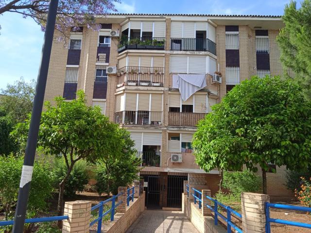 Piso en venta en Simón Verde, Mairena del Aljarafe, Sevilla, Calle San Isidro Labrador, 69.000 €, 3 habitaciones, 1 baño, 81 m2