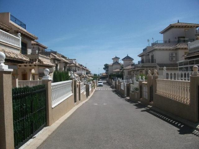 Piso en venta en Orihuela Costa, Orihuela, Alicante, Calle Columbretes, 72.000 €, 2 habitaciones, 2 baños, 75 m2