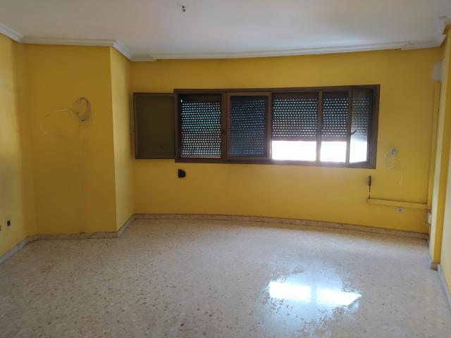 Piso en venta en Almería, Almería, Calle del Amor, 125.000 €, 122 m2