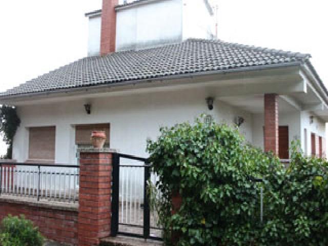 Casa en venta en El Girbau, Castellar del Vallès, Barcelona, Calle Can Riera, 269.100 €, 8 habitaciones, 2 baños, 235 m2