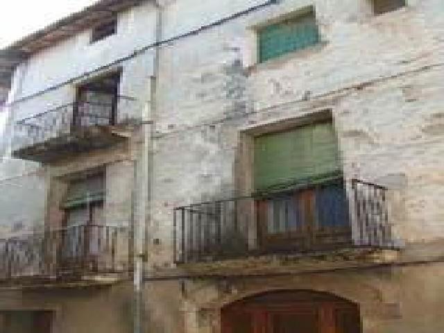 Casa en venta en Besalú, Girona, Calle Ganganell, 165.400 €, 6 habitaciones, 2 baños, 575 m2